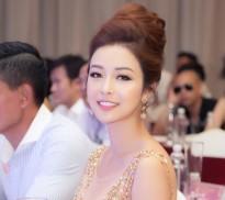 Hoa hậu Jennifer Phạm đẹp hút hồn khi làm giám khảo