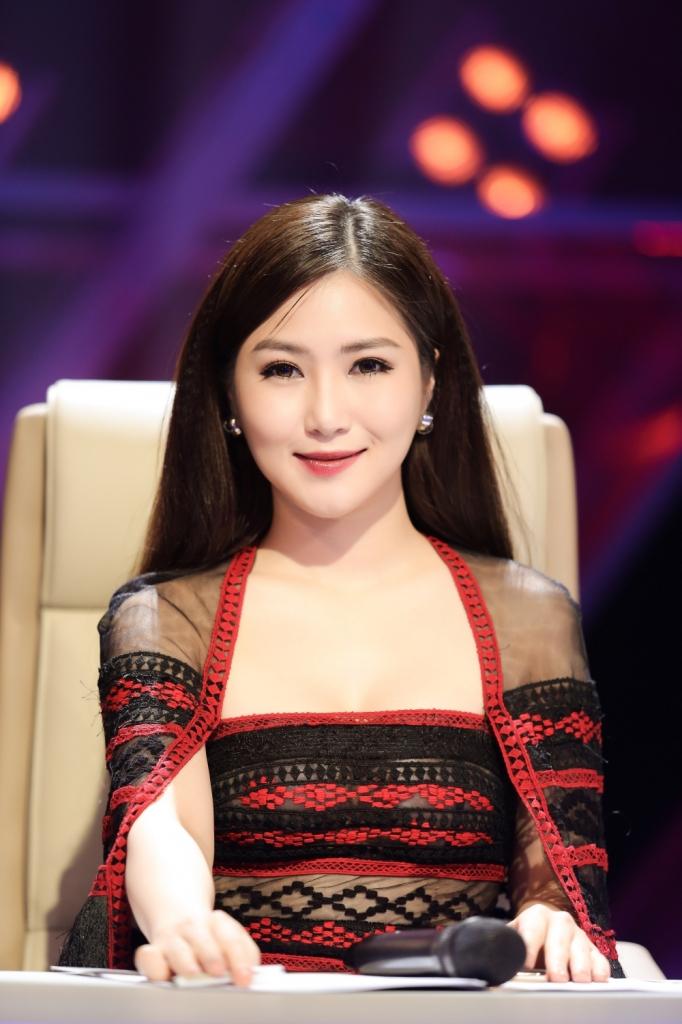 the debut huong tram hat hit cua chi pu thi pham cho hoc tro hoang thuy linh