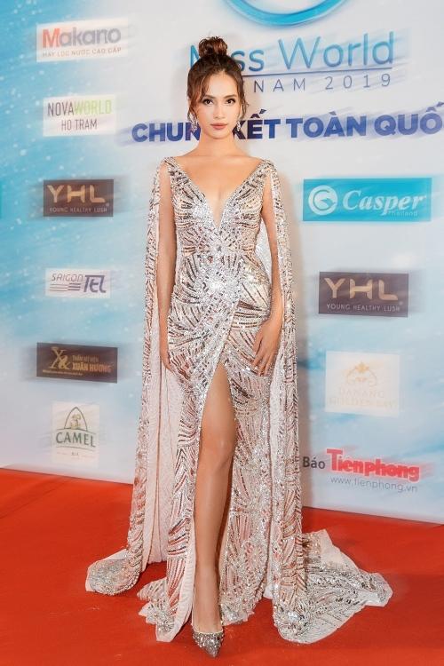 choang voi toc do thay trang phuc cua ai phuong tren san khau miss world vietnam 2019