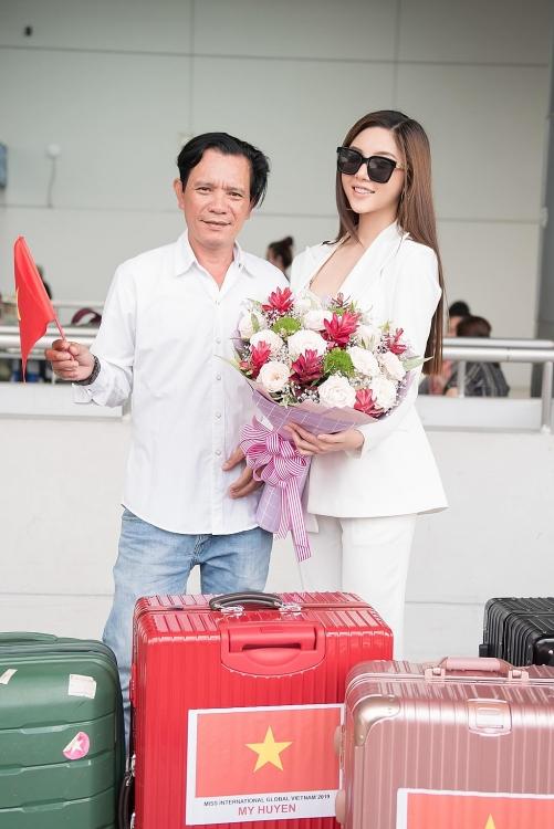 nguoi dep bong chuyen my huyen chinh thuc len duong sang malaysia du thi hoa hau