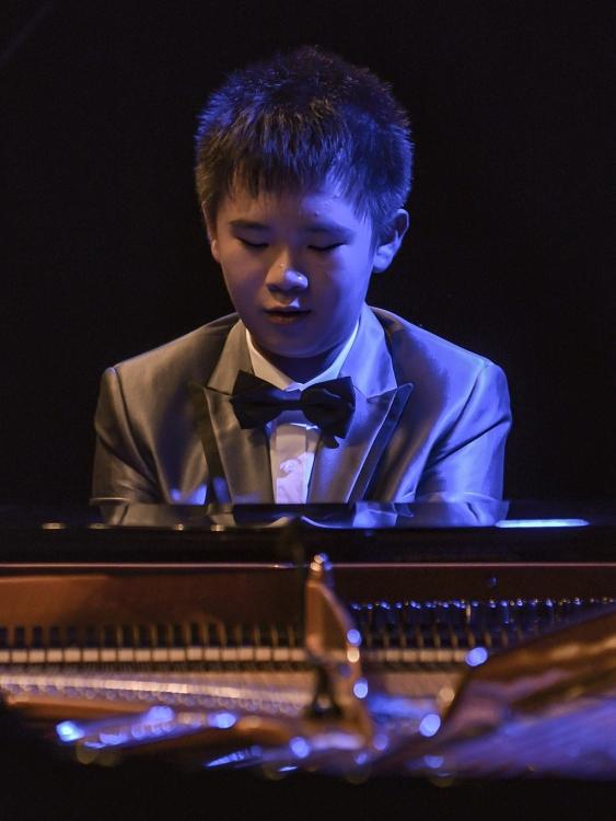 peter leung bat ngo tang khan gia nhac pham trong com trong dem nhac peter leung a piano prodigy
