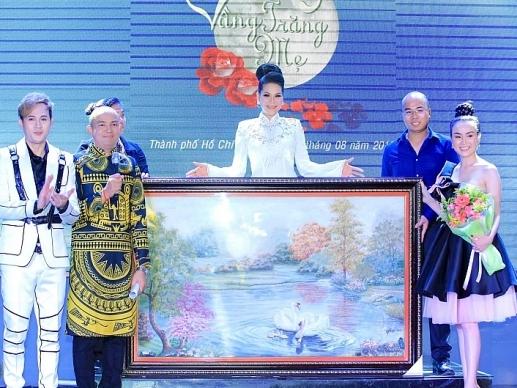 hoa khoi huong hoang da co tam thien nguyen thi di dau cung muon lam viec thien