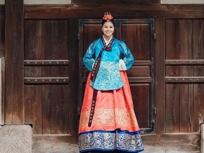 hoa hau nguyen thi thuy khoe dang voi trang phuc truyen thong hanbok han quoc