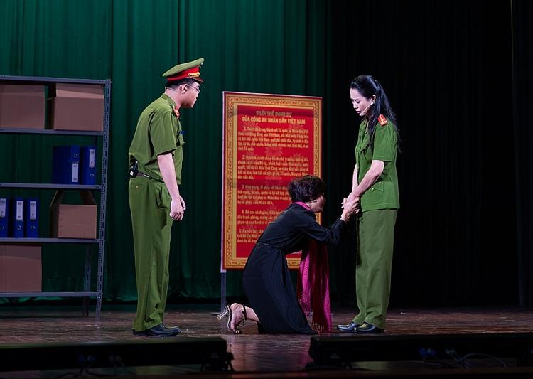 nsut trinh kim chi nhan huy chuong vang voi vai dien chien si cong an nhan dan