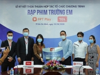 hoc sinh mien trung thich thu truoc rap phim truong em