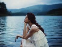 Hồ Ngọc Hà mạo hiểm lội xuống hồ Đà Lạt thực hiện bộ ảnh đẹp mê hồn cho album 'Love Songs'