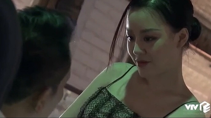 hoang hai thu tim dap chan run lan dau dong phan canh hon nhau tren phim