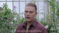 'Lụi tim'với phiên bản tiếng Anh của 'Hoa nở không màu' do Kyo York thể hiện