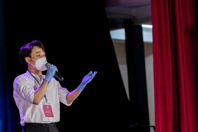 'Thành phố 18h' số đầu tiên: Cẩm Vân, Trúc Nhân xúc động hát sau lớp khẩu trang