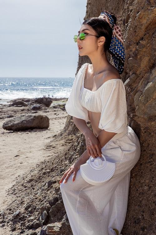 Ngọc Quyên sành điệu 'hút mắt' với khăn turban và kính râm