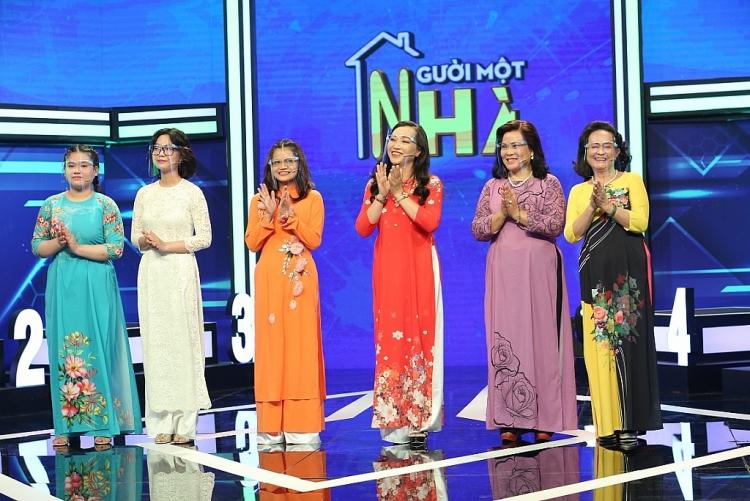 MC Thanh Duy 'cạn lời' vì Võ Tấn Phát và Lâm Thắng chơi gameshow chỉ 'soi' gia thế nhân vật