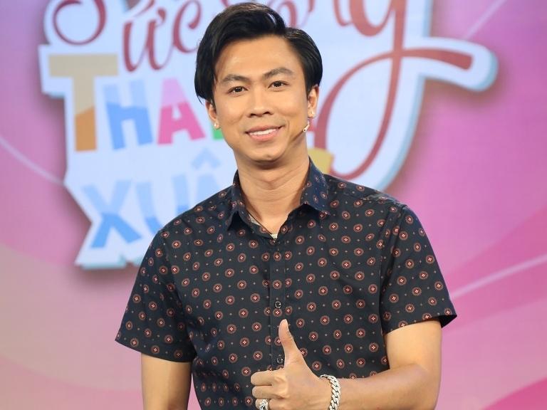 Hồ Việt Trung thừa nhận phải 'bóp' mặt mới dám đăng ảnh lên mạng xã hội