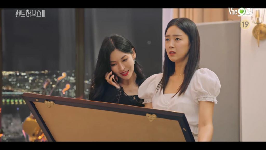 'Penthouse: Cuộc chiến thượng lưu 3' tập 11: Cheon Seo Jin vỡ nợ, chết thảm sau khi nhầm Rona là Eunbyul