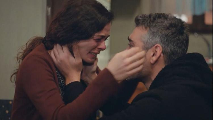 'Trái tim phụ nữ': Chứng kiến Bahar ôm chồng cũ khóc nức nở, Arif rơi nước mắt vì quá đau lòng
