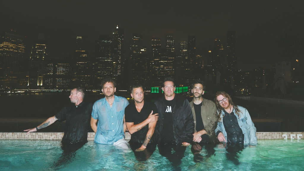 Vừa tung single mới, OneRepublic phát hành luôn album 'Human'