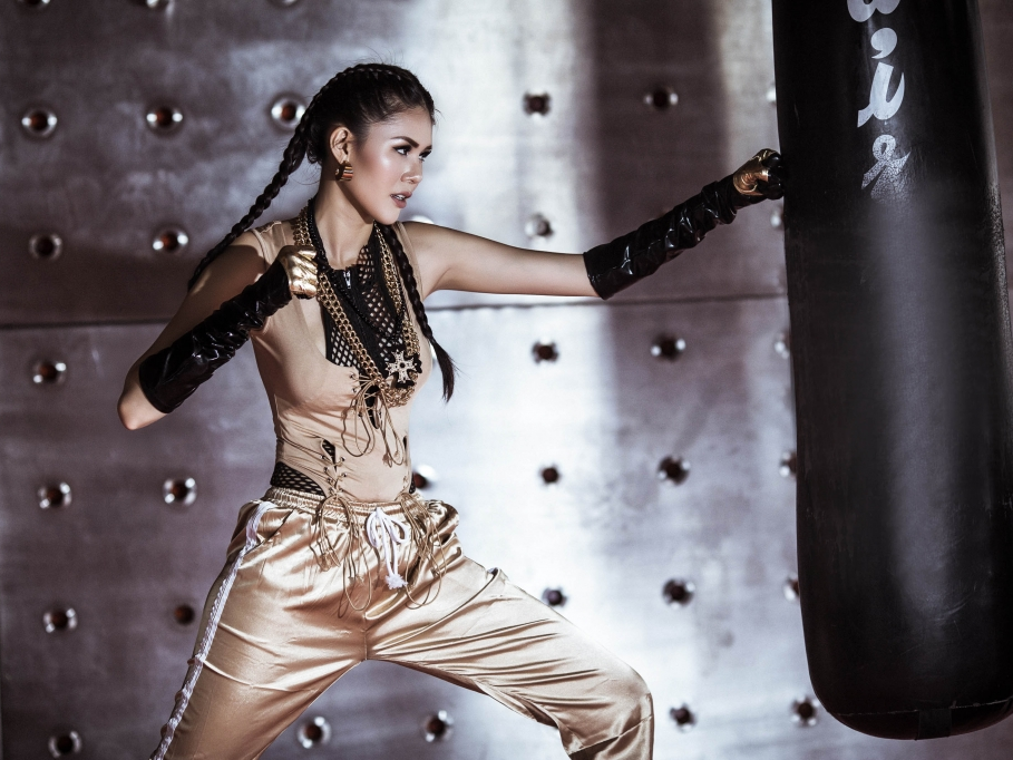 Á hậu Kim Nguyên xả stress bằng… boxing!
