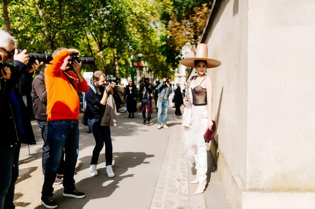 maya gay chu y ngay ngay dau tien cua paris fashion week