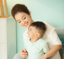Con trai út của Jennifer Phạm đắt show quảng cáo