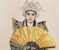 'Hoàng tử ảnh quốc tế' Quang Anh: Từ hotboy cá tính đến hình ảnh nghệ sĩ cải lương tuồng cổ