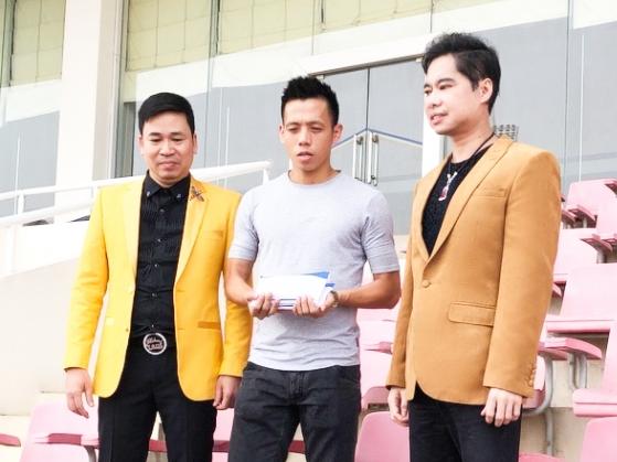 Thầy trò Ngọc Sơn trao tặng 250 triệu đồng cho đội tuyển Olympic Việt Nam