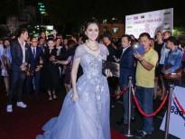 Hoa hậu Đàm Lưu Ly đọ dáng cùng đàn em trên thảm đỏ 'Hoa hậu Việt Nam'