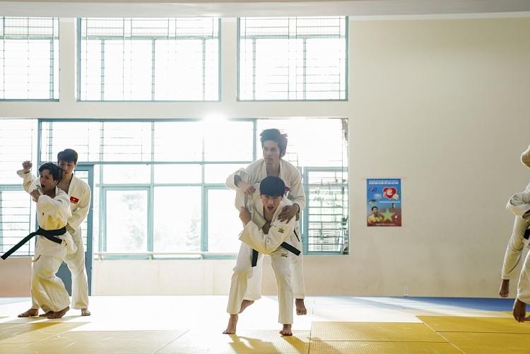 isaac tro thanh van dong vien judo xin muon vat tat ca doan phim anh trai yeu quai
