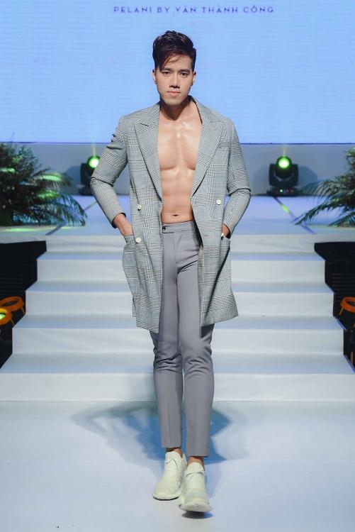 cao xuan tai cung dan quan quan a quan vietnam fitness model do bao san catwalk
