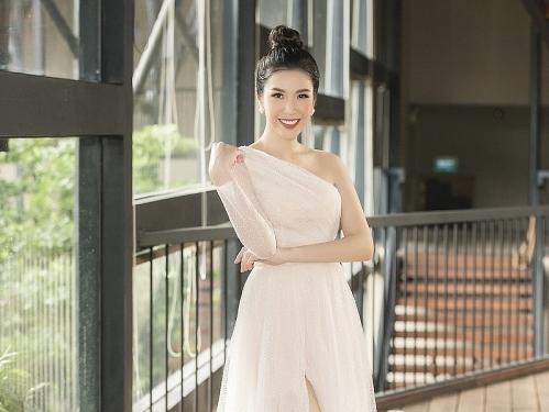 Phương Uyên trở lại ghế nóng 'Én vàng học đường 2019'