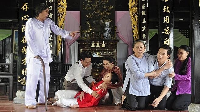 'Dâu bể đường trần'của đạo diễn Xuân Phước trở thành bộ phim được xem nhiều nhất cả nước