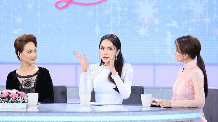 chi em chung minh huong giang tung ghen ty nong mat voi nu sinh dien ao dai thoi cap 3