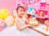 Mẫu nhí Elsa Khả Doanh được chính ba làm chiếc bánh độc nhất vô nhị mừng sinh nhật