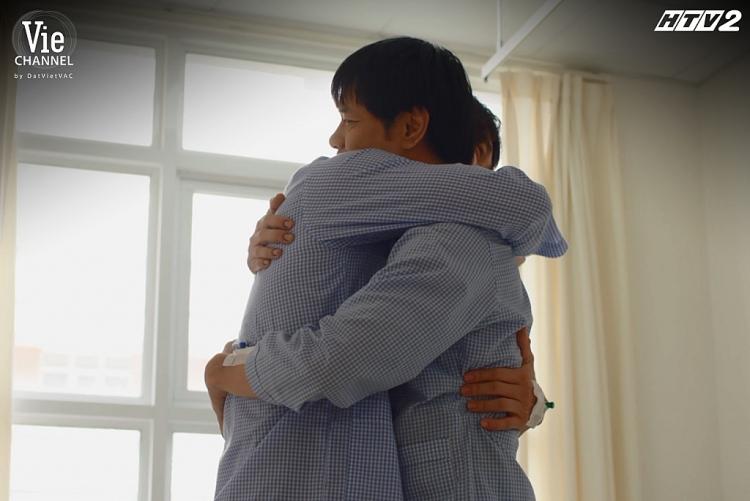 'Cây táo nở hoa': Netizen thi nhau bàn luận sôi nổi về một happy ending vừa giống vừa khác bản Hàn
