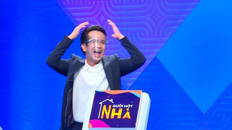 'Người một nhà': Bị Hùng Thuận 'bán đứng', Phát La vẫn chia cho đàn anh một nửa tiền thưởng