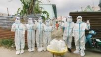 Đạo diễn Hoàng Nhật Nam và dàn Hoa hậu trao 1 tấn gạo cùng 200 phần quà cho người khó khăn