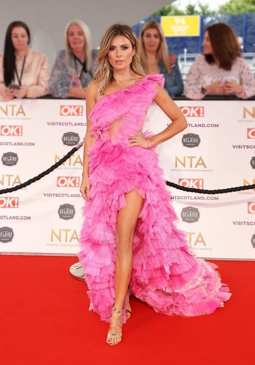 Trên thảm đỏ lễ trao giải National Television Awards, mẫu váy đặc biệt đã giúp diễn viên Zoe Hardman  thực sự nổi bật