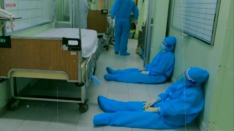 Phim tài liệu 'Ranh giới' xuất hiện trong MV 'Sẽ không ai bị bỏ lại phía sau' của Châu Đăng Khoa – Sofia cùng 35 sao Việt