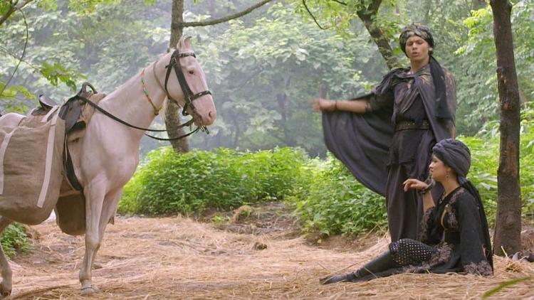 'Aladdin và cây đèn thần': Aladdin trà trộn vào quân đội hoàng gia để vén màn sự thật về cha mình