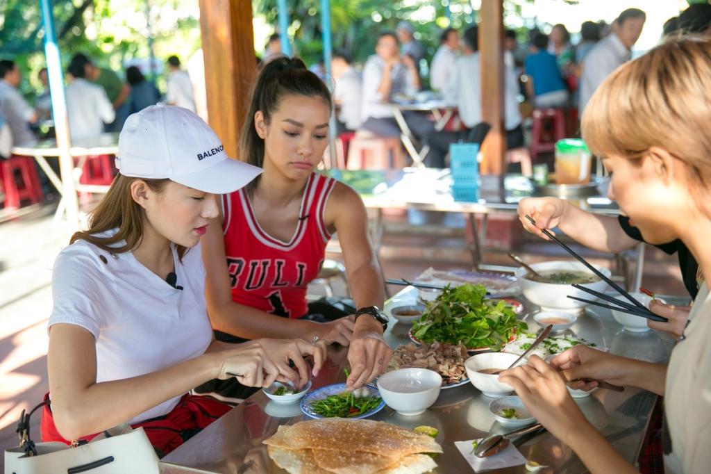 team the face ho ngoc ha hoi ngo kham pha vung dat hoa vang va co xanh