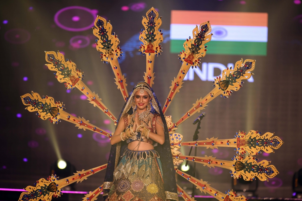 miss grand international 2017 dem thi trang phuc dan toc hoanh trang va dang cap