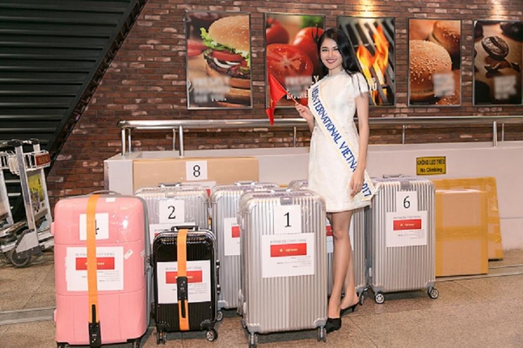 thuy dung mang 10 kien hanh ly gan 140kg sang nhat du thi miss international
