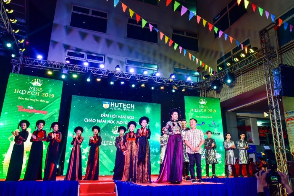 ntk viet hung dong hanh cung san choi nhan sac miss hutech 2019