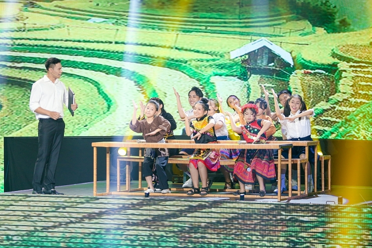 the voice kids lop hoc nhan van cua team huong giang duong cam