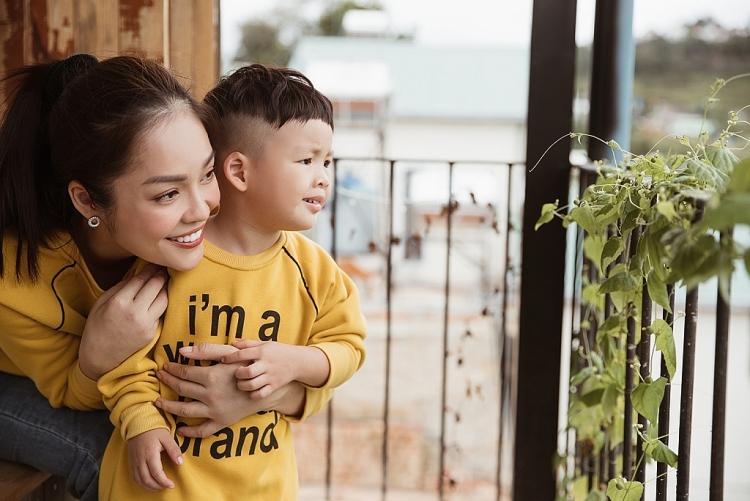 duong cam lynh hanh phuc don sinh nhat cung con trai