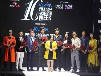 vietnam international fashion week ky niem 10 mua mot hanh trinh thoi trang a fashion journey