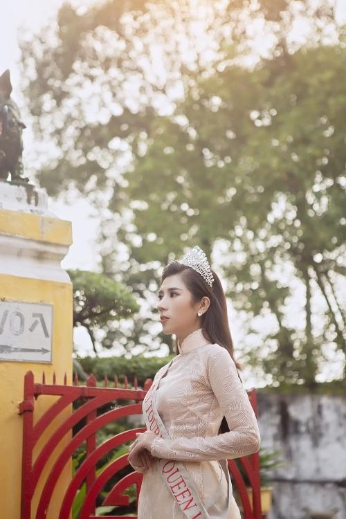 duong yen nhung gioi thieu banh mi va ca phe vot den voi miss tourism queen worldwide 2019
