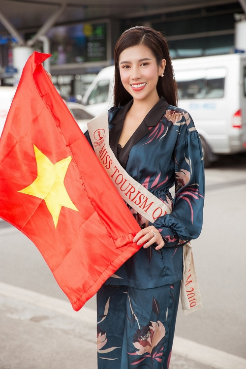 duong yen nhung mang 8 valy hanh ly sang chinh chien o philippines