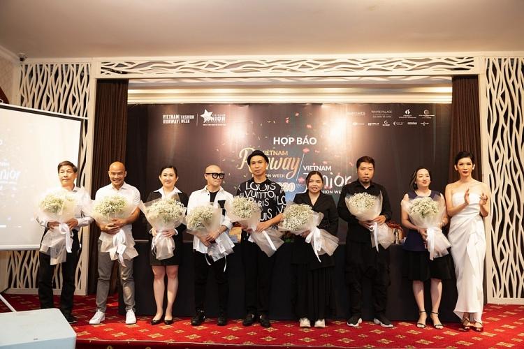 xuan lan ket hop 2 show dien tuan le thoi trang tre em viet nam va vietnam runway fashion week mang chu de rung