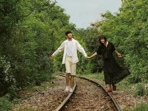 Cặp đôi 'Sài Gòn trong cơn mưa'gợi ý giới trẻ check-in khắp Sài Gòn