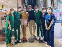 Đạo diễn Trần Thành Trung, Uyên Thư và Khả Như chia tay 'nhóm sinh viên Bạch Mai từng gây sốt cộng đồng mạng' lên đường về Hà Nội