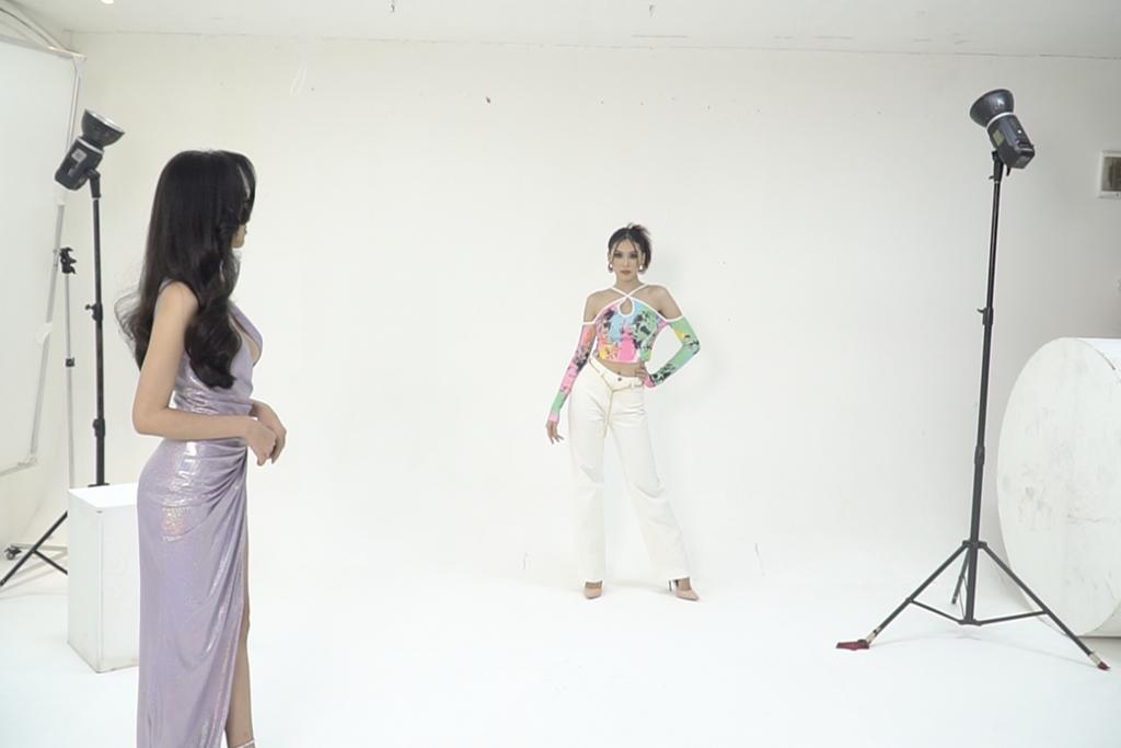Người đẹp Ái Nhi tập catwalk Á hậu Ngọc Thảo trước thềm 'Miss Intercontinental'